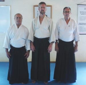 Russell Jones Sensei (ao centro) com Lima Sensei e Carta Sensei.